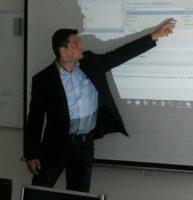 Daniel Caesar hält einen Vortrag über SQL Lösungen